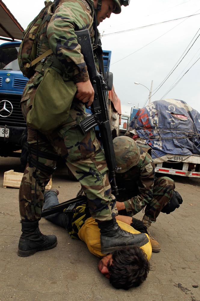 Chile - Página 20 Soldados_calles