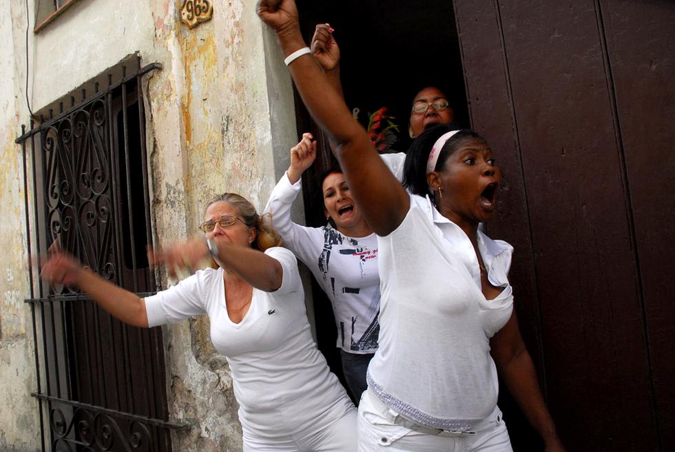 Las damas de blanco protestan por los opositores encarcelados