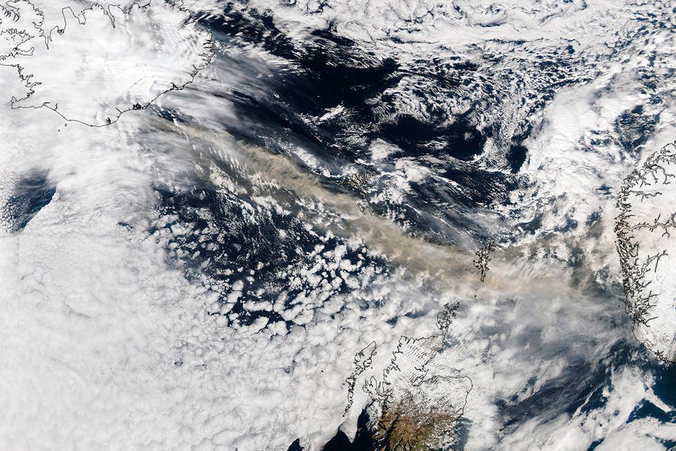 Las cenizas de un volcán en Islandia alteran los vuelos de Europa   - Satélite