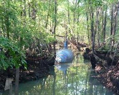 http://www.elpais.com/recorte/20100704elpepuint_10/LCO340/Ies/narco_submarino_hallado_selva_Eduador.jpg