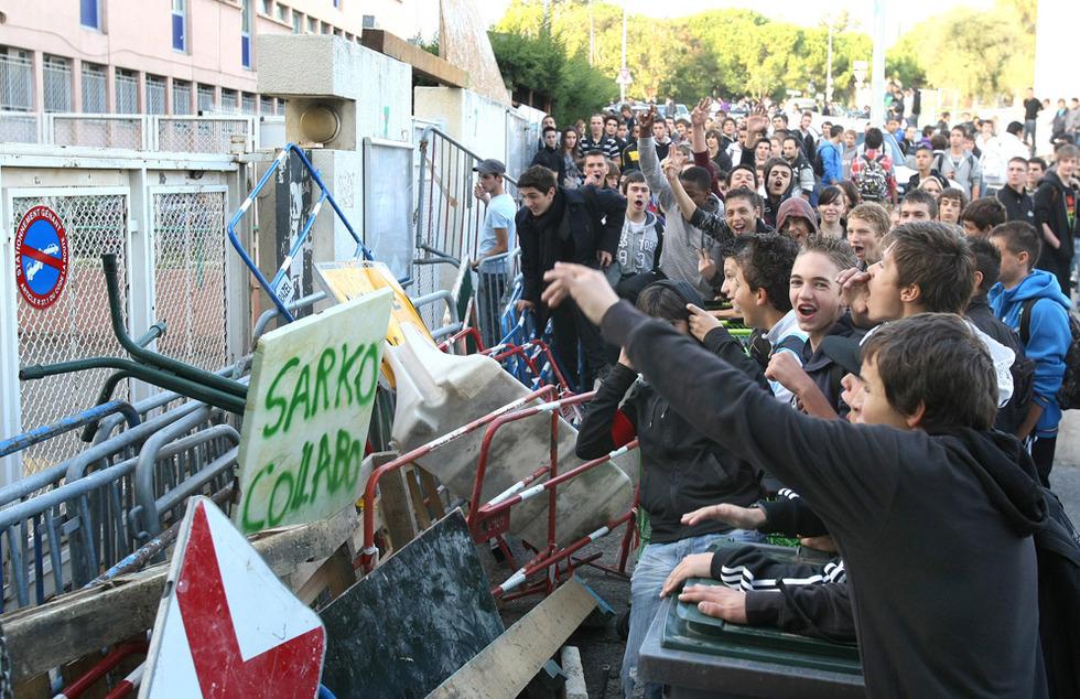 Las protestas de los estudiantes franceses - Bloqueo de institutos