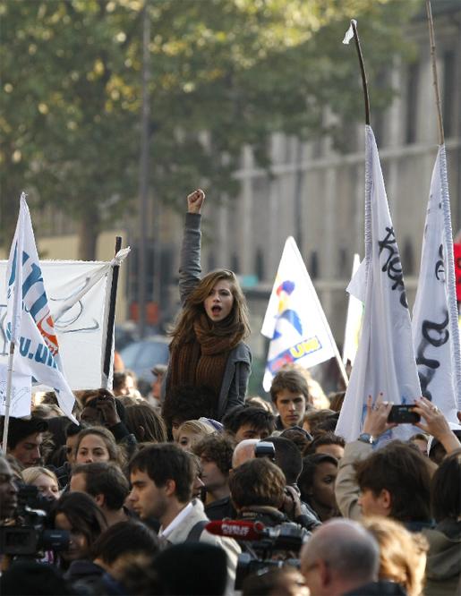 Las protestas de los estudiantes franceses - Puño en alto
