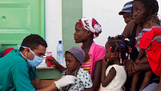 """El cólera se propaga en Haití """"a velocidad explosiva"""", según la OPS"""