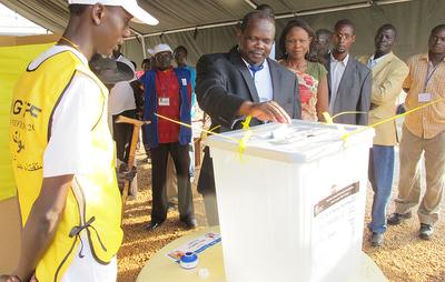 Cola para votar en un centro electoral en Sudán del Sur- ÁLVARO DE CÓZAR