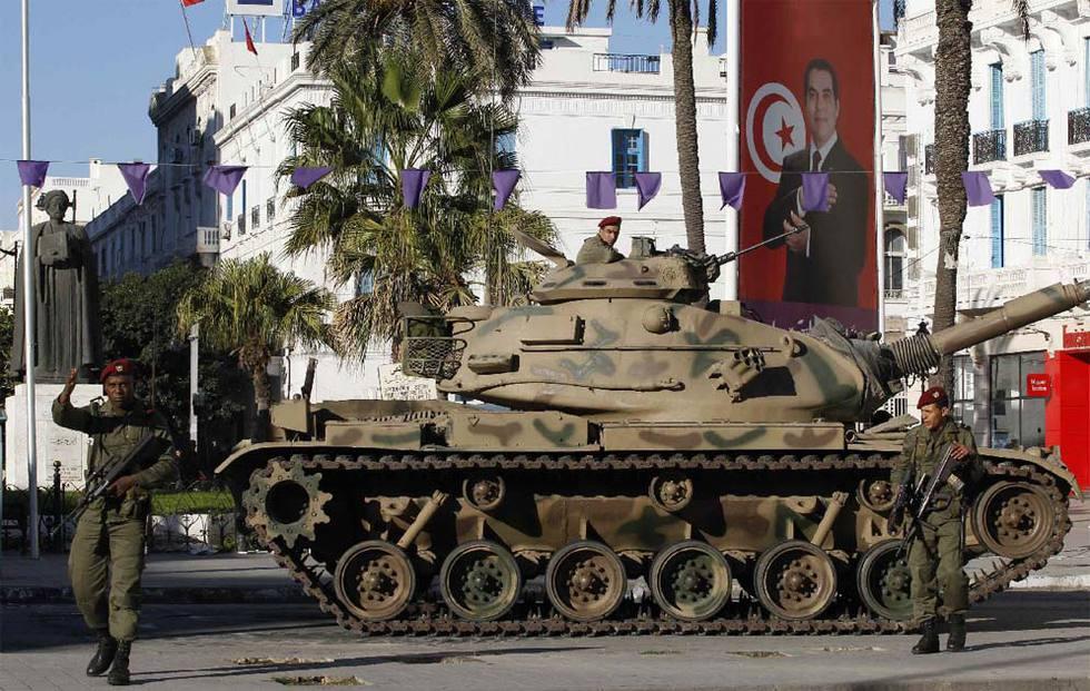 El fin del régimen de Ben Ali en Túnez  - El Ejército toma la calle