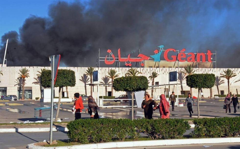 El fin del régimen de Ben Ali en Túnez  - Supermercado asaltado