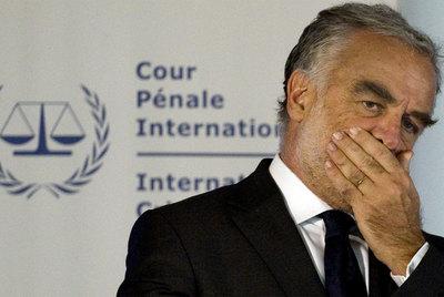 Luis Moreno-Ocampo, durante su comparecencia en La Haya- JERRY LAMPEN (REUTERS)