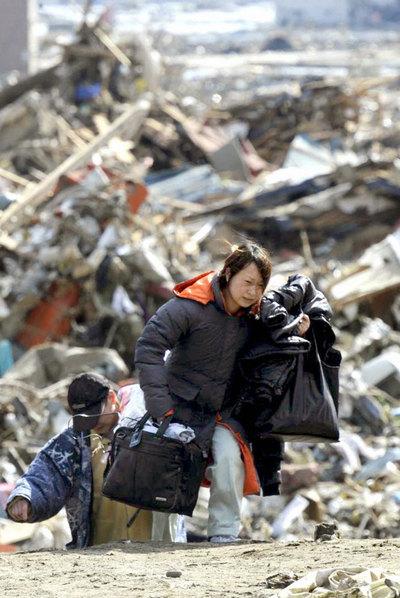 Un barco arrastrado por el maremoto en Kesennuma, Japón