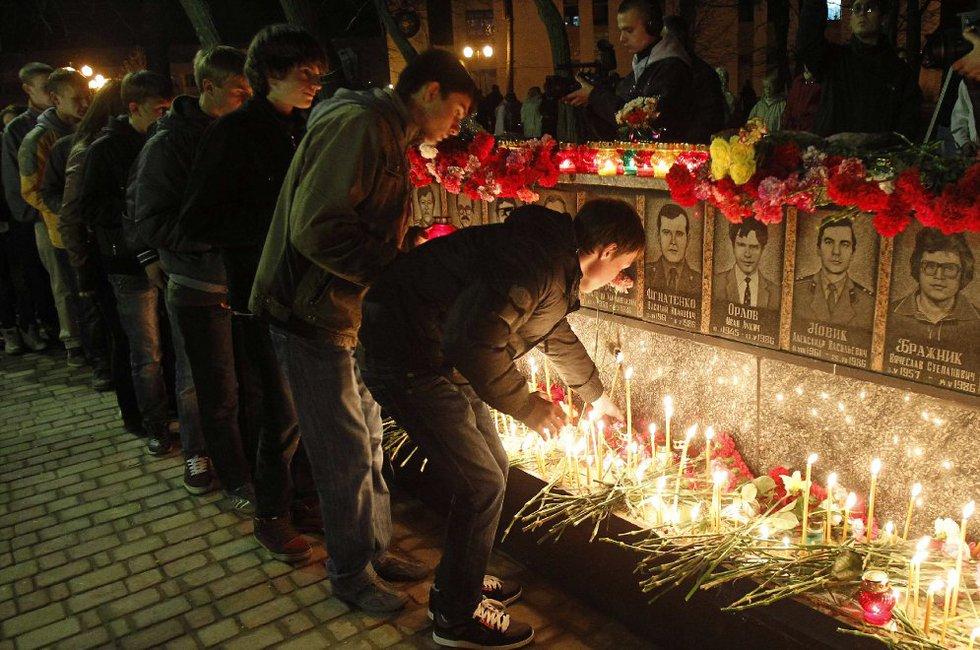 Chernóbil, 25 años de la peor tragedia nuclear de la historia  - En memoria de los bomberos y trabajadores de la central fallecidos