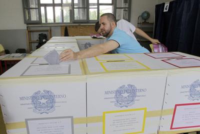 Mesa de votaciones en Milán