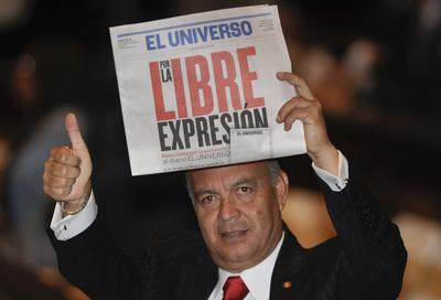 """""""Por la libre expresión"""