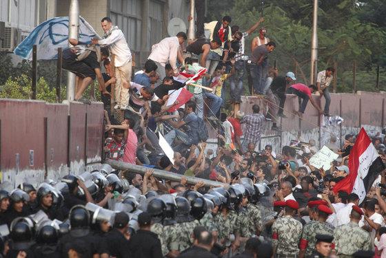 Activistas egipcios atacan la Embajada de Israel en El Cairo Ataque_embajada_Israel_Cairo