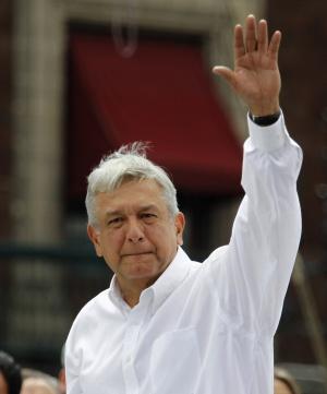 López Obrador deja el PRD para liderar su propio partido