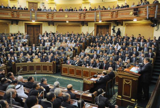 Morsi devuelve el poder legislativo al parlamento for Foto del parlamento