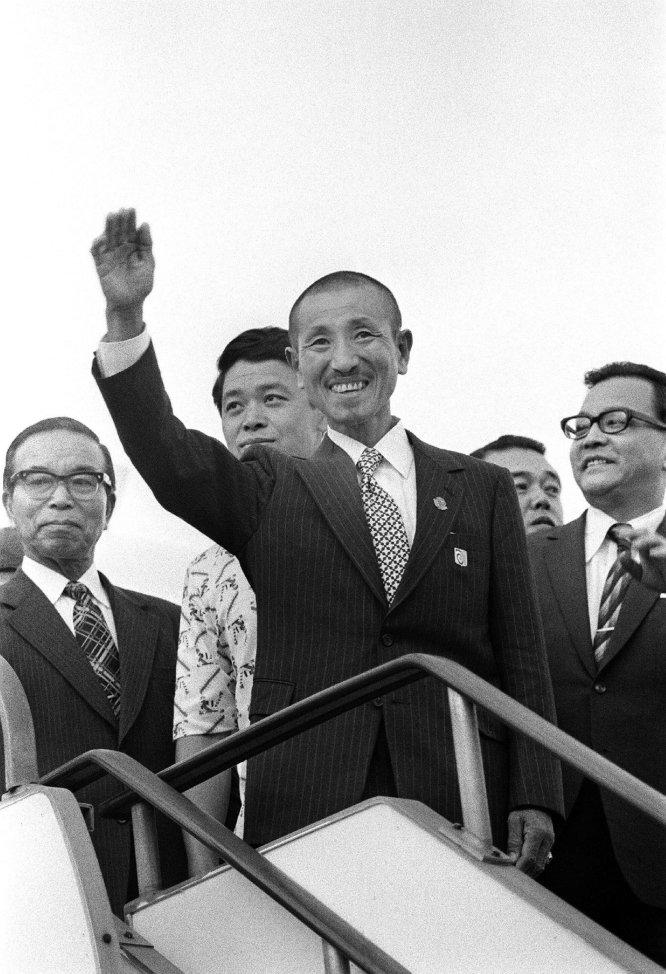 Hiroo Onoda regresa a japon despues de 30 años en Vietnam