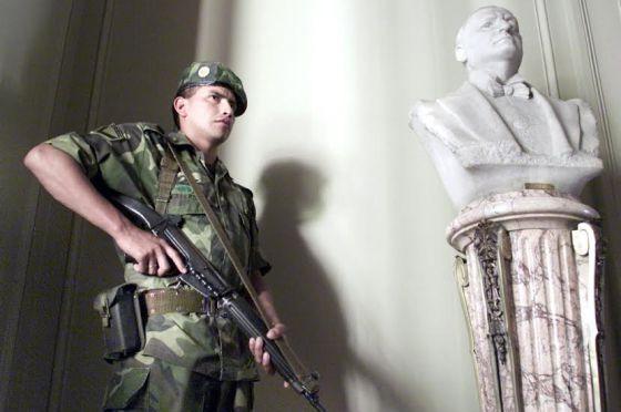 Resultado de imagen para Seguridad interior y Fuerzas Armadas + dibujo
