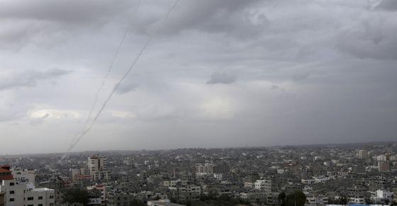 Israel ataca Gaza en respuesta al lanzamiento de 100 cohetes