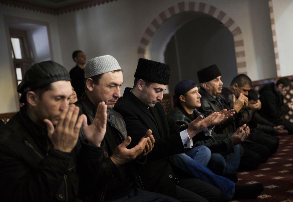 Un tribunal de Rusia prohíbe el órgano de representación de los tártaros de Crimea. 1400356426_666042_1400356757_noticia_grande