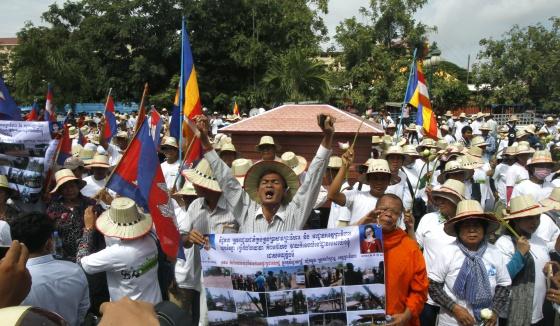 La expulsión de 770.000 camboyanos llega a la Corte Penal