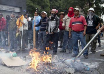 La justicia mexicana estrecha el cerco sobre los maestros en Oaxaca