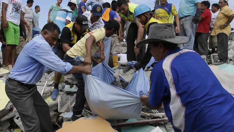 Un terremoto de 7 8 deja cientos de muertos en la costa de for Ultimas noticias del espectaculo internacional