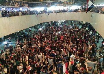 Cientos de seguidores del clérigo Al Sadr irrumpen en el Parlamento iraquí