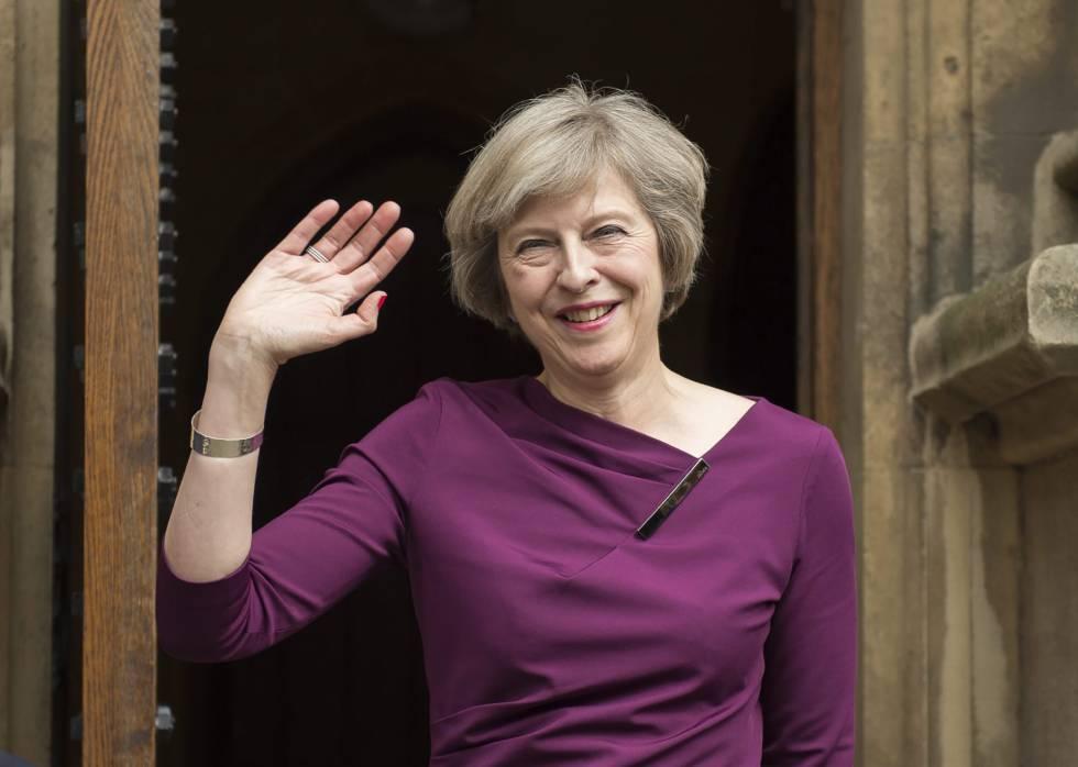 Theresa May, la única adulta en el patio del colegio ...
