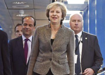 Bruselas rechaza empezar a negociar hasta que Londres active el ?Brexit?