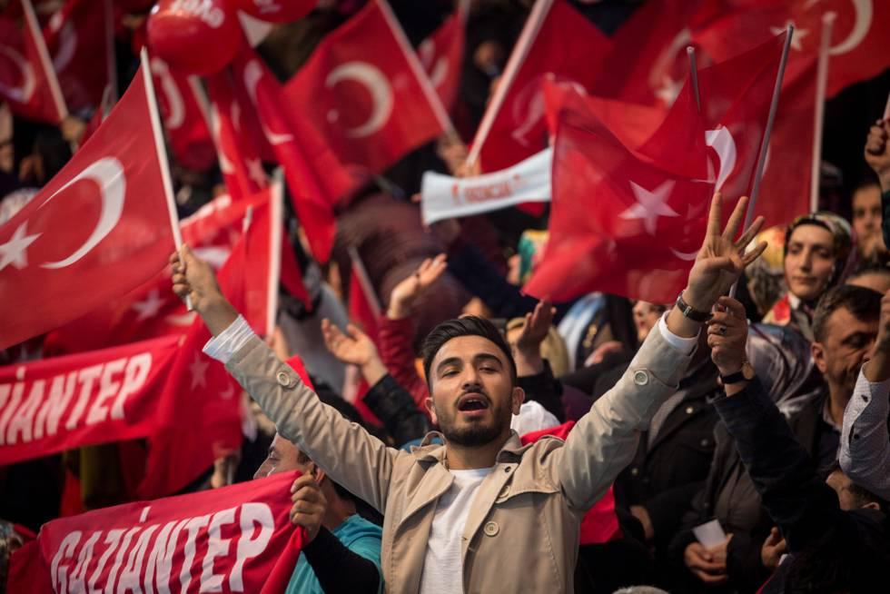Los islamistas lanzan la campaña por el presidencialismo en la polarizada Turquía