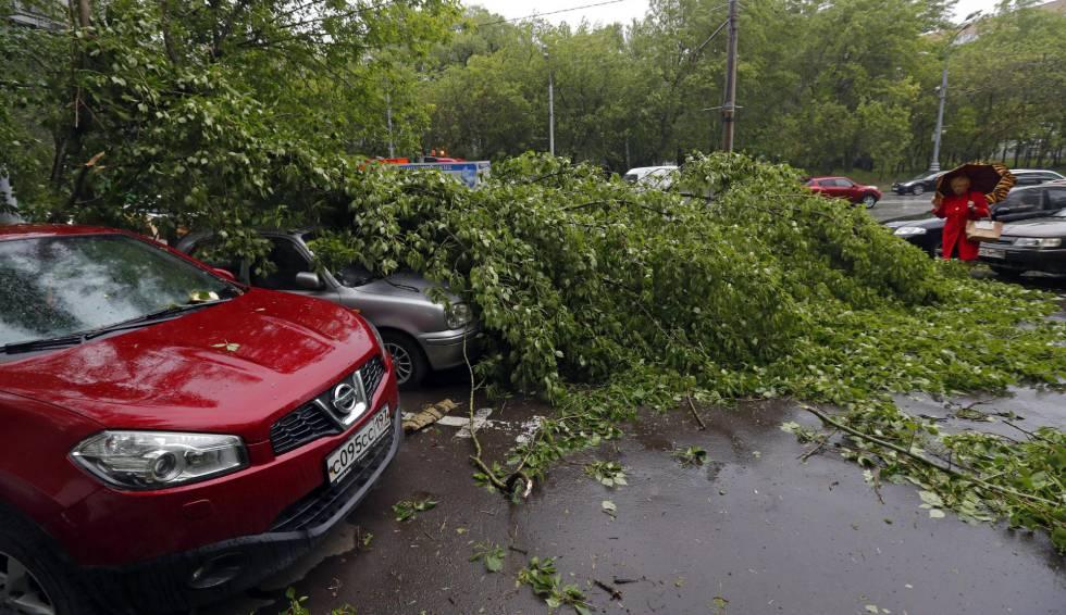 Al menos 11 muertos y más de 40 heridos por una tormenta en Moscú