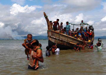 370.000 rohingya huyen de Myanmar hacia Bangladés en solo dos semanas