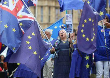 May promete más poder al Parlamento en el Brexit para evitar una grave derrota