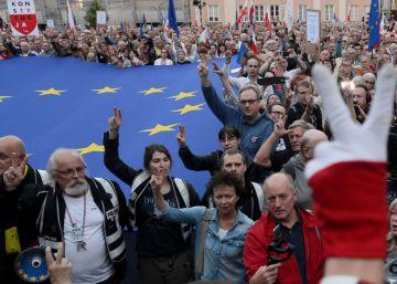 """La """"revolución patriótica"""" que allana el giro hacia la derecha en Polonia"""