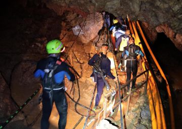 marcha operación rescate niños tailandeses atrapados cueva