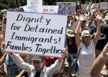 El Gobierno de EE UU empieza a reunir con sus padres inmigrantes a los niños que separó en la frontera