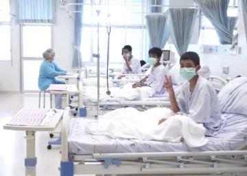 Tailandia difunde las primeras imágenes de los niños tras el rescate