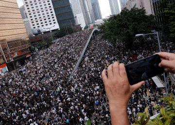 Las protestas masivas fuerzan un aplazamiento de la polémica ley de extradición en Hong Kong