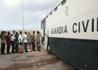 830 inmigrantes siguen en pabellones tras el aluvión de pateras