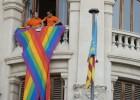 Valencia coloca la bandera gay en la fachada de su Ayuntamiento