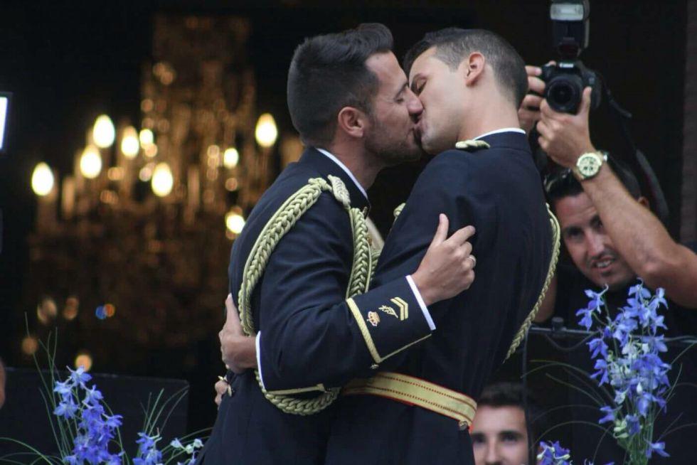 primera boda homosexual en la policia nacional