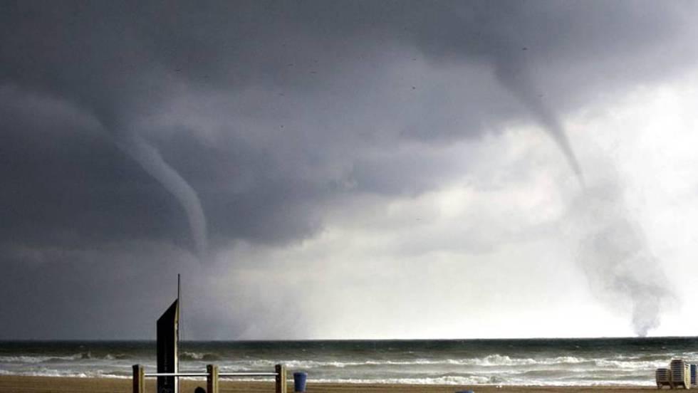 V deo un tornado causa da os materiales en palos de la frontera espa a epv - Tornados en espana ...