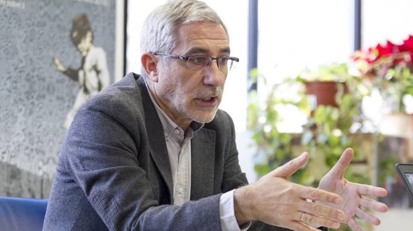 """[PCT] Llamazares en Luskia: """"La oligarquía que maneja al gobierno quiere matarnos de hambre"""" 1484476574_089965_1484731385_noticia_fotograma"""