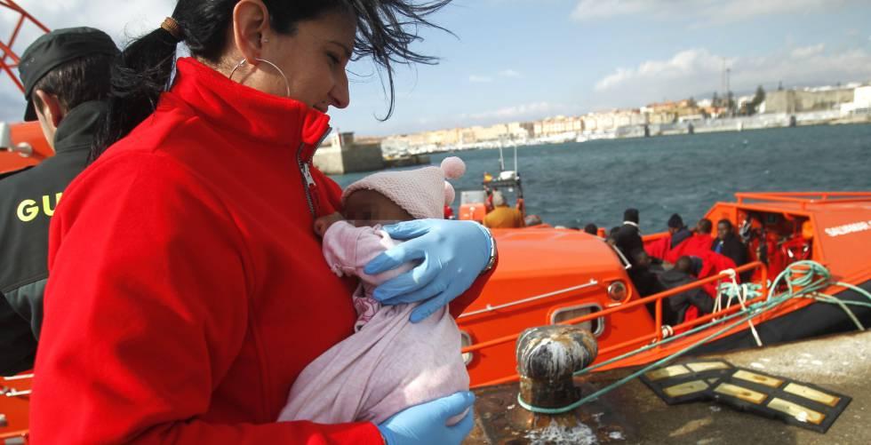 Las llegadas por mar de migrantes a la Península se duplicaron en 2016