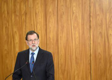 Rajoy, de viaje en Brasil, elude dar la cara ante la grave crisis de corrupción del PP