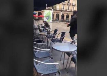 La Ertzaintza investiga de oficio la agresión de tres ultras del betis a un hombre en Bilbao