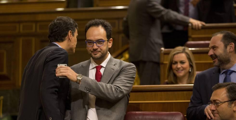 Sánchez se reúne con su grupo parlamentario por primera vez desde las primarias