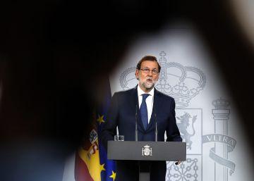 """Rajoy responde a Puigdemont: """"Los alcaldes tienen que saber que tienen detrás al Estado"""""""
