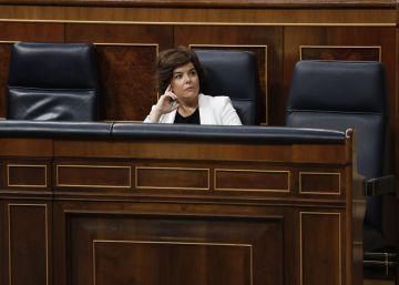 El futuro de Sáenz de Santamaría y nueve ministros desata la discordia en el PP