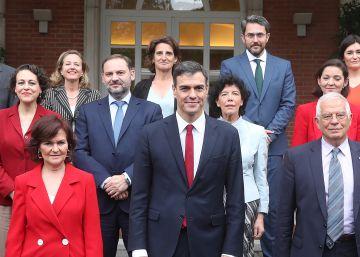 El Gobierno inicia la distensión con Cataluña pero con la Constitución en la mano