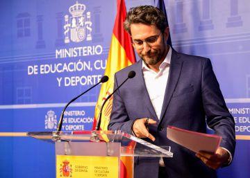 Sánchez afronta su primera crisis con la dimisión del titular de Cultura